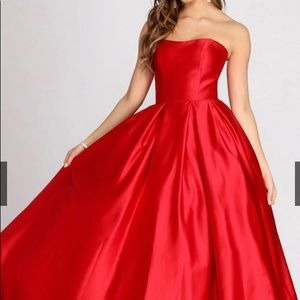 WINDSOR Dahlia Sweetheart Satin Prom Dress